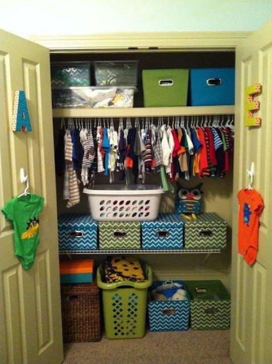Как организовать пространство в шкафу: полезные правила, чтобы избежать бардака