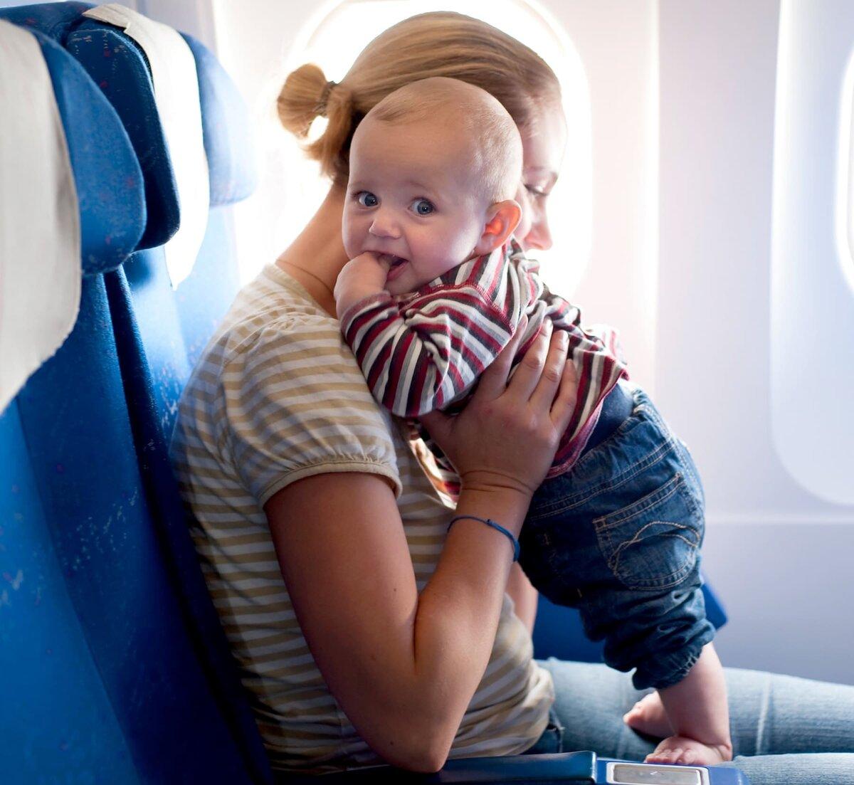 Как с ребенком лететь в самолете, и с какого возраста можно