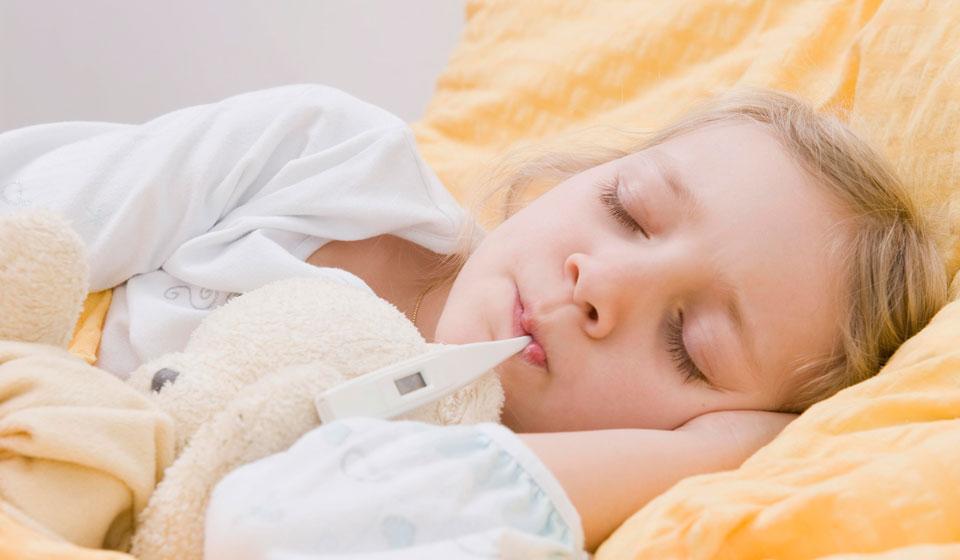 У ребенка температура 38-38.5 без симптомов: что делать и причины