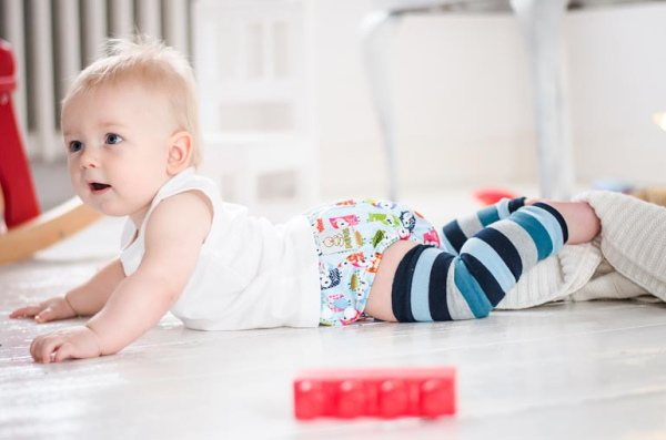 Как научить ребенка ползать: советы и упражнения