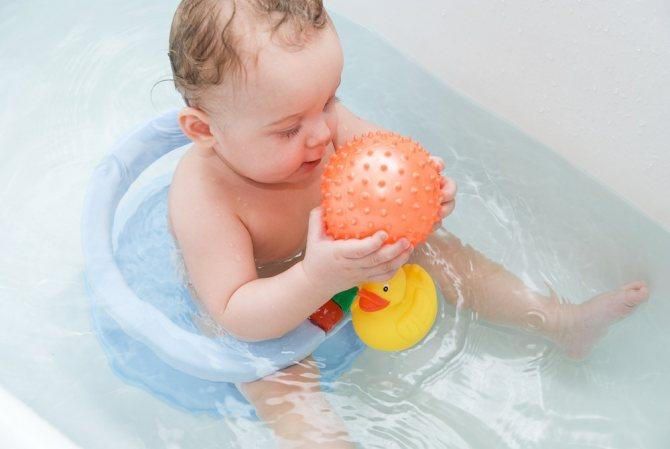 Ребенок боится воды: почему так происходит и что с этим делать