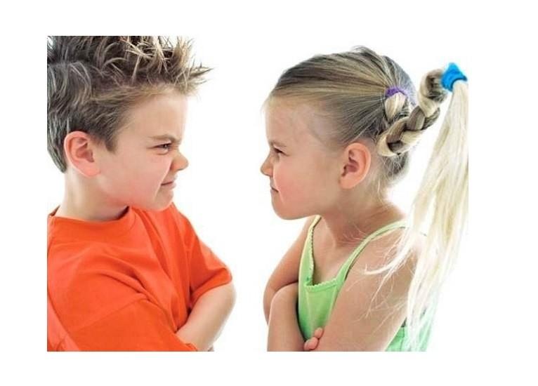 Ребенок ни с кем не хочет дружить: причины и решение проблемы