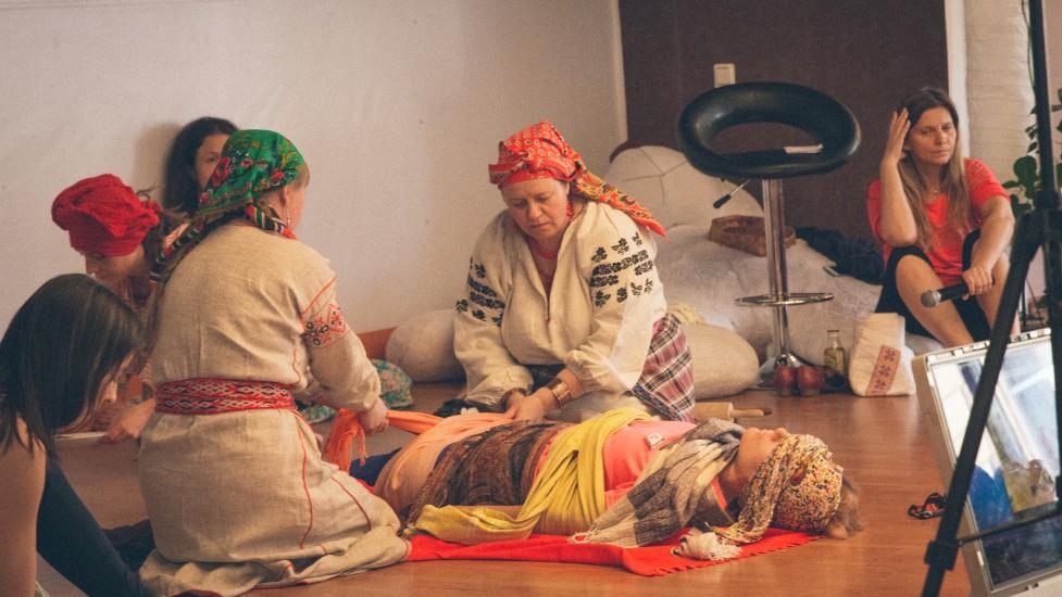 Процедура пеленания женщины после родов: восстановление психофизического состояния мамы