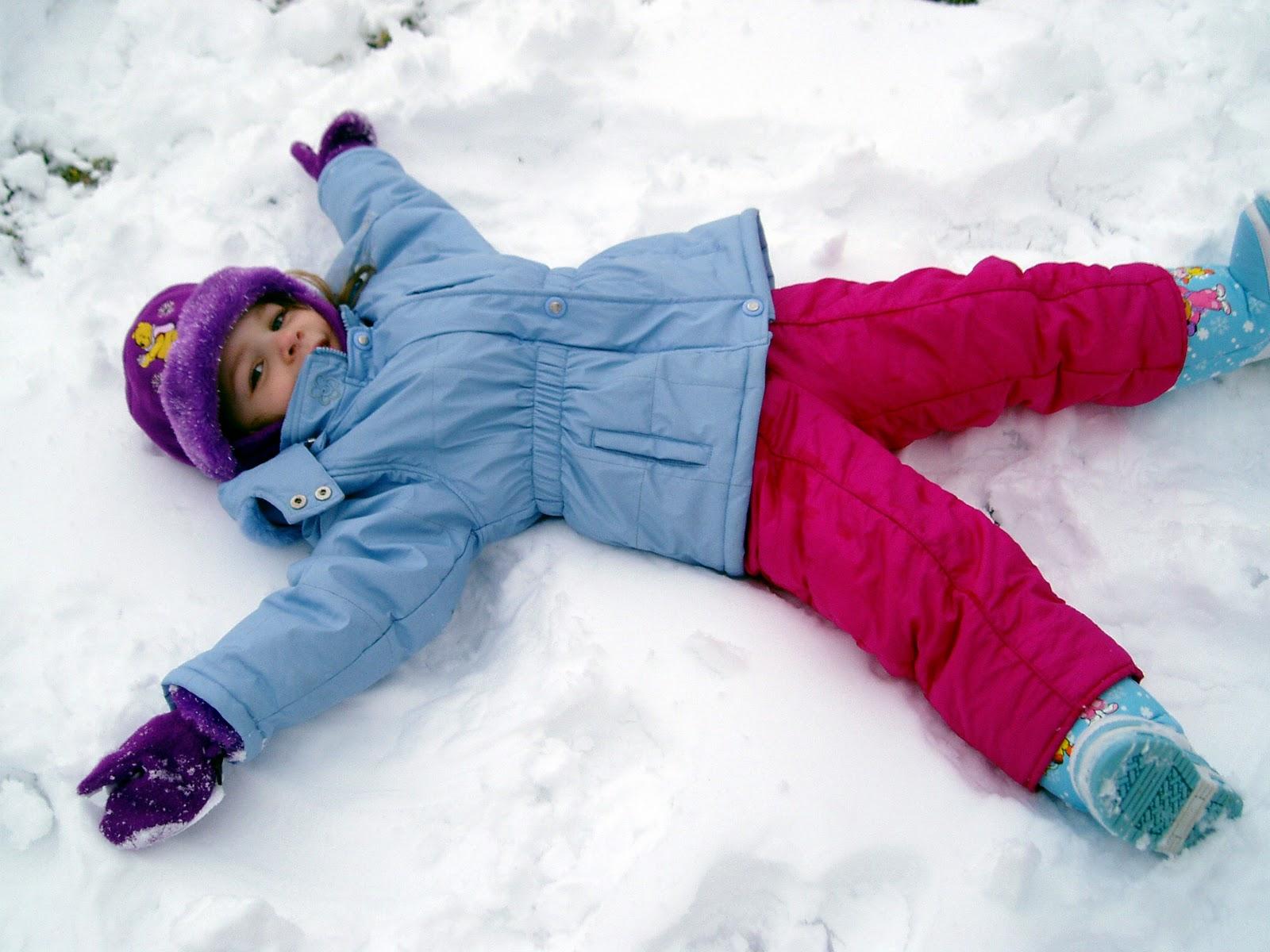 Какая одежда понадобится новорожденному ребенку для прогулок в зимний период?