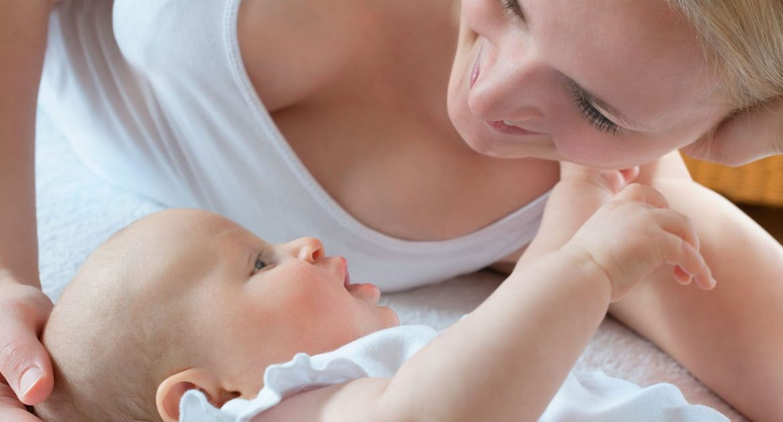 Мастит у кормящей матери: симптомы, признаки, лечение (антибиотиками, мазями, массажем, народными средствами), можно ли кормить грудью, формы (серозный, гнойный, хронический)