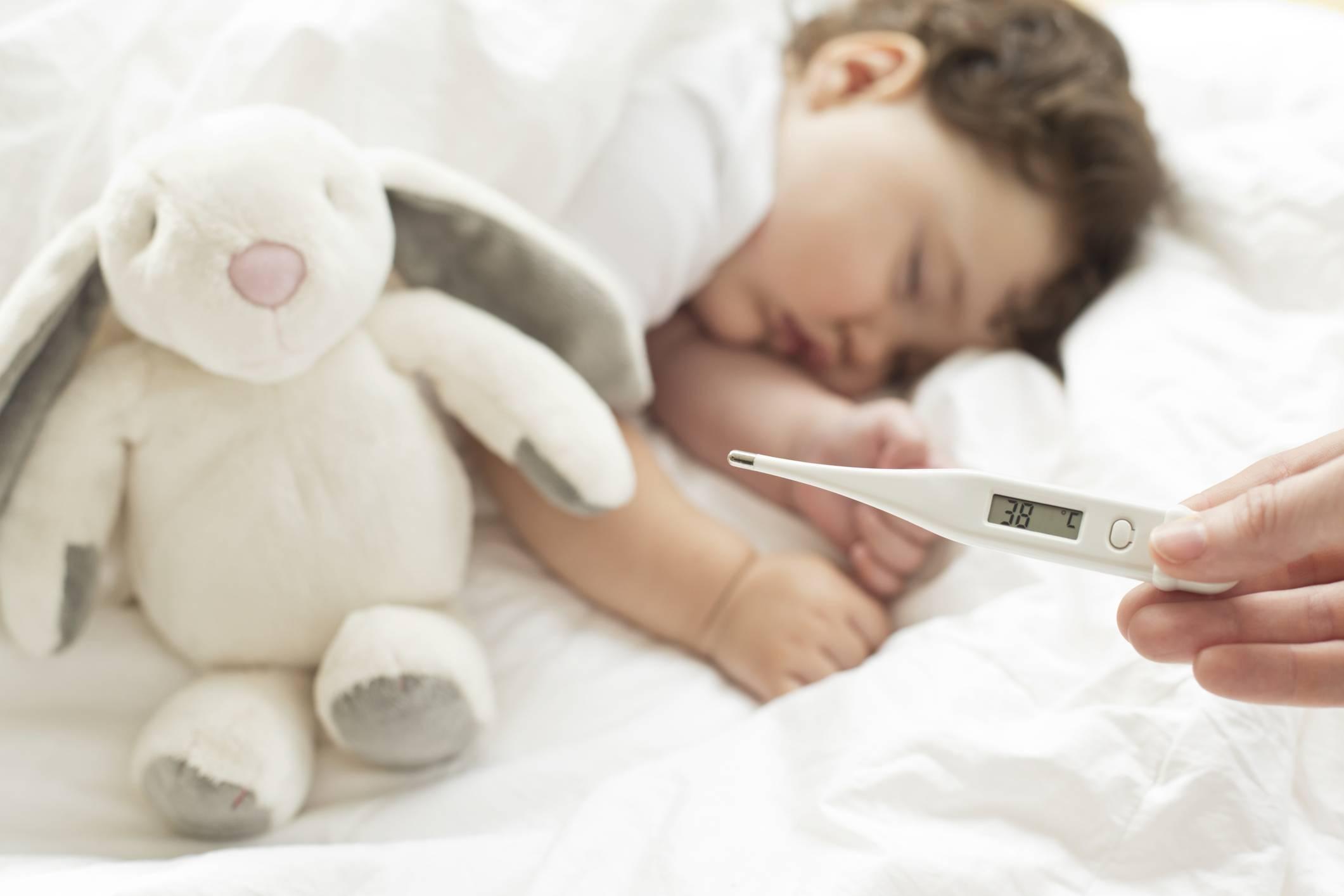 Как поднять температуру ребенку, какие методы допустимо применять для помощи детям