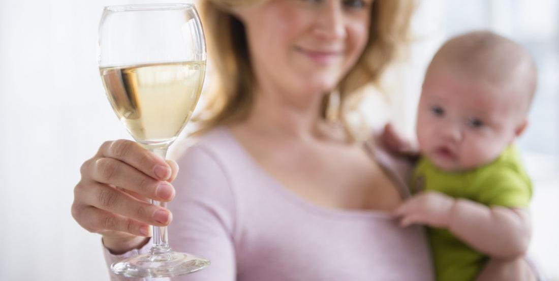 Алкоголь при грудном вскармливании: можноли кормящей маме шампанское, вино или пиво