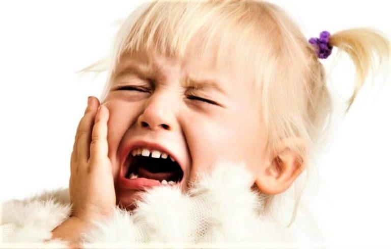 Истерики у ребенка 2-3 года: что делать родителям