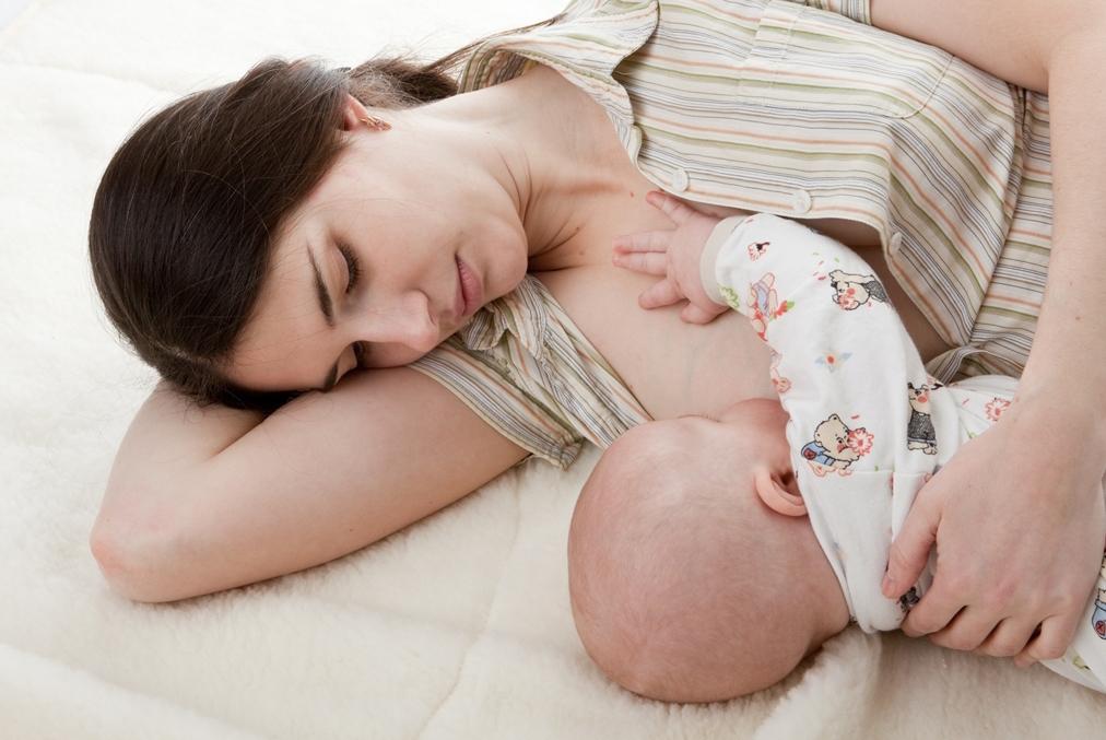 Как повысить лактацию кормящей маме | 15 советов