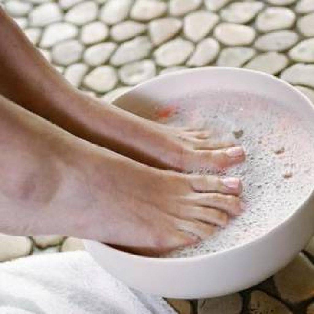 Почему воняют ноги: как быстро избавиться от неприятного запаха ног