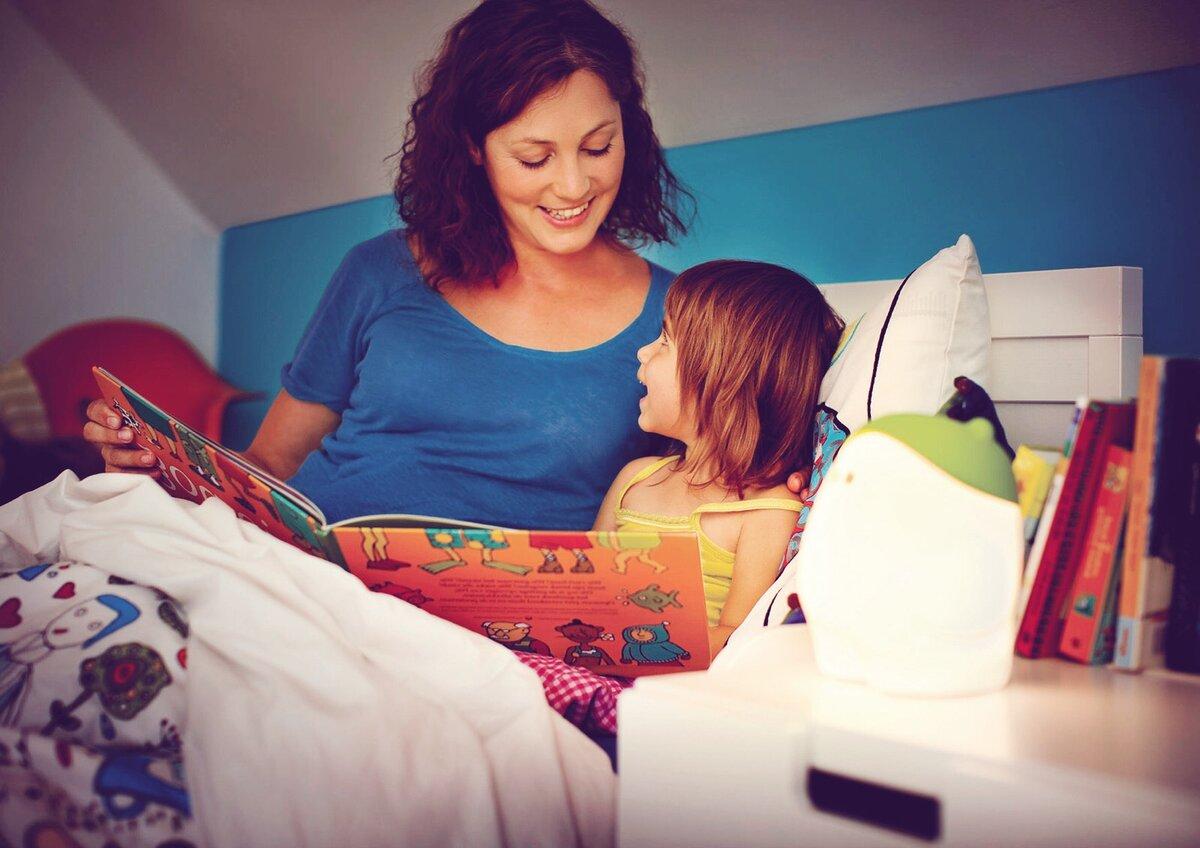 Зачем читать детям сказки на ночь?