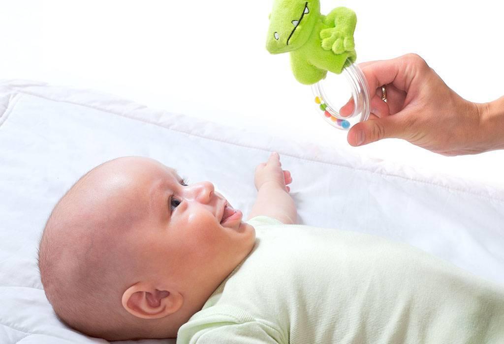 Слух у новорожденного ребенка: этапы развития, когда начинает слышать, как проверить