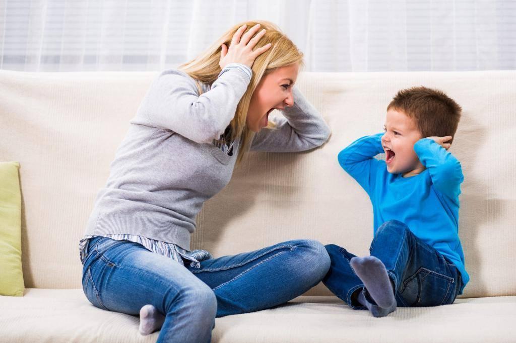 Почему ребенок кричит без причины