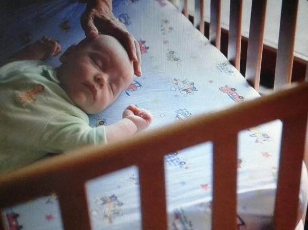 Как приучить ребенка спать в своей кроватке и научить самостоятельно засыпать грудничка | lisa.ru