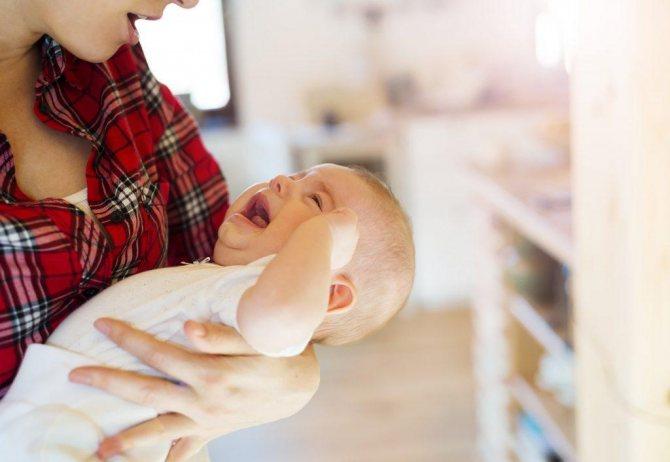 6 вещей, которые необязательно делать с младенцем, даже если бабушки настаивают