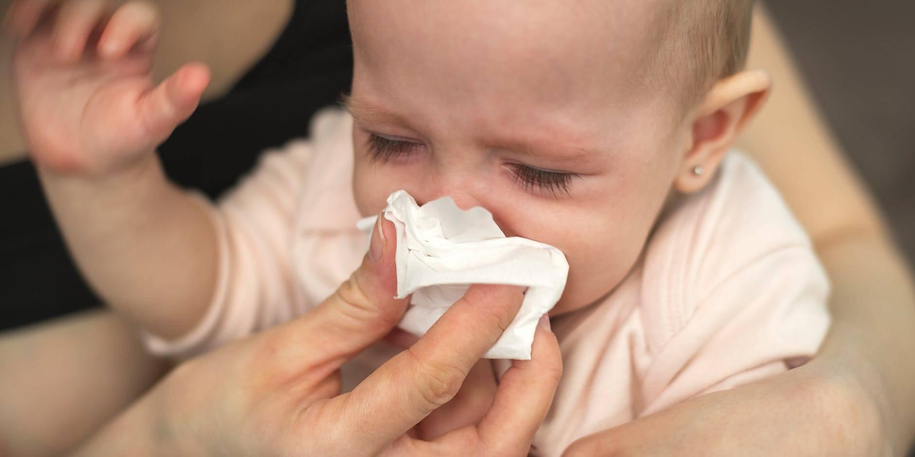 Что делать, если у ребенка соплей нет, а нос заложен, как и чем лечить