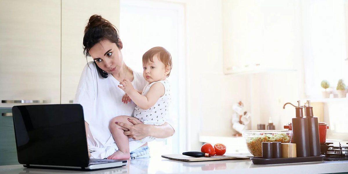 Как заработать в декрете на дому: 20 реальных профессии для денег