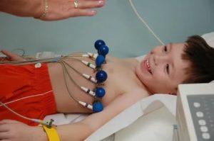 Чем грозит развитие синусовой аритмии у детей и как ее лечить
