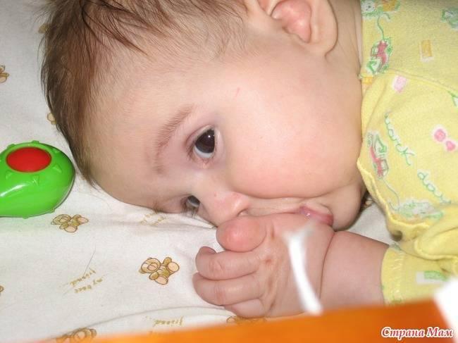 Ребенку 4 года, сосет палец. как отучить? малыш сосет палец