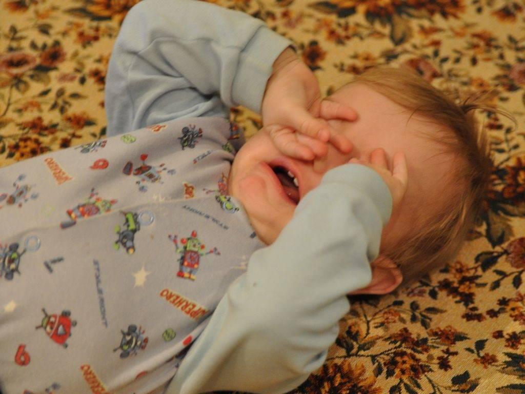Почему ребенок 7 месяцев плохо спит ночью и не засыпает днем