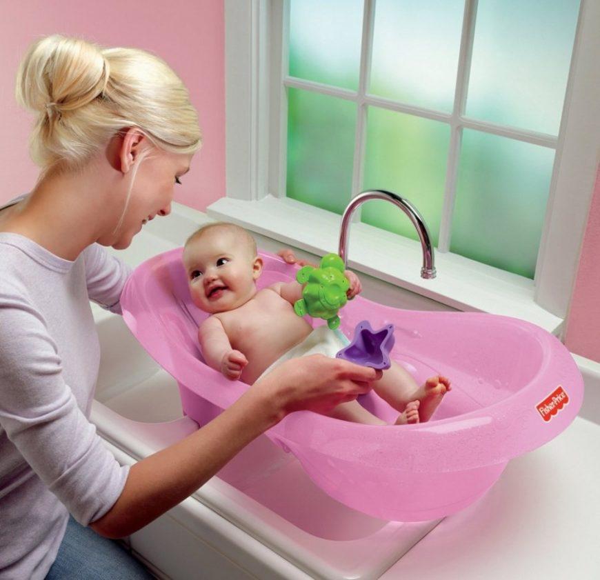 Ванночка для купания новорожденных младенцев и грудничков: нужна ли она малышу, а также советы по выбору этого предмета для ребенка и рейтинг лучших товаров с фото