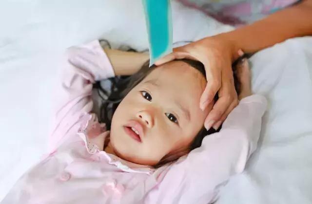 Опасны ли судороги при температуре для ребенка. как их определить и как действовать родителям