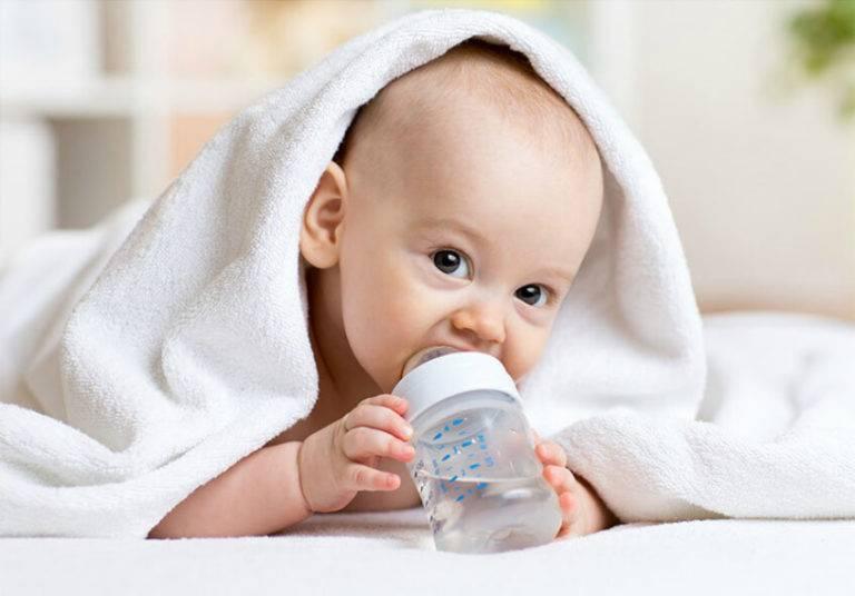 Вода при смешанном вскармливании, нужна ли, сколько давать воды при смешанном вскармливании