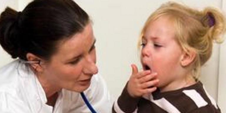 Ларингит у детей - лечение, 22 эффективных препарата для терапии в домашних условиях, чем лечить ребенка, как быстро вылечить больное горло