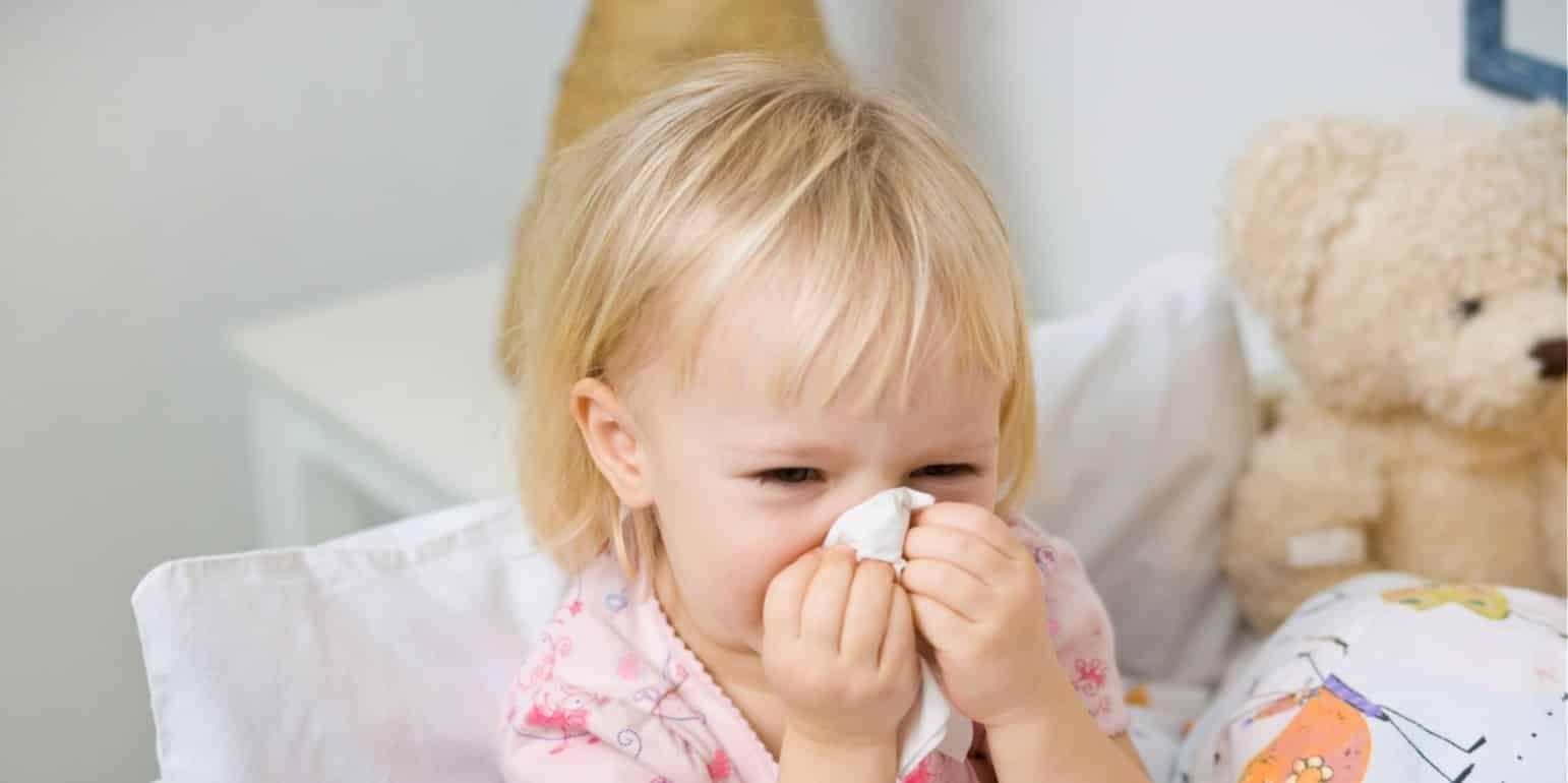 Насморк и кашель без температуры у ребенка: причины и лечение