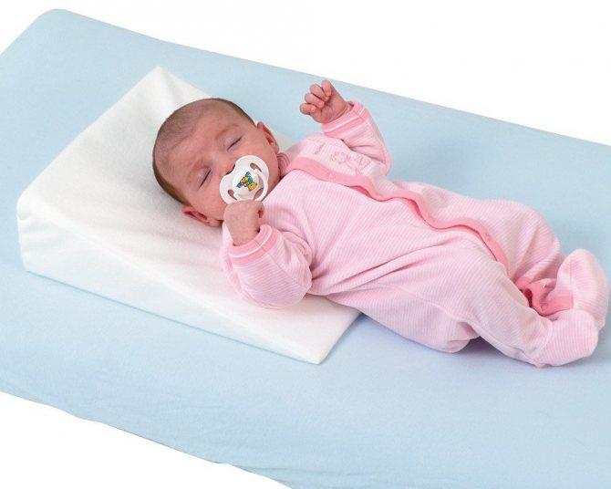 Доктор комаровский – с какого возраста нужна подушка ребенку? можно ли класть годовалому малышу, как ее выбрать