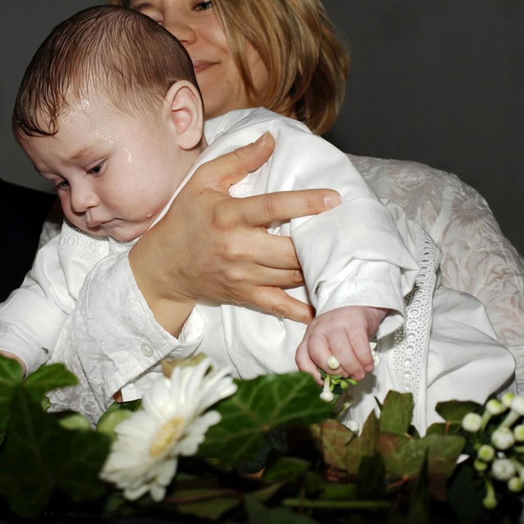 Кто может быть крестными у ребенка при крещении: как выбрать и кому нельзя
