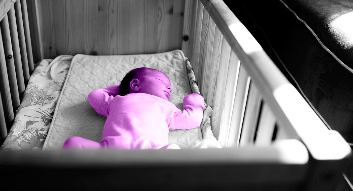 15 советов, как приучить малыша спать в своей кроватке