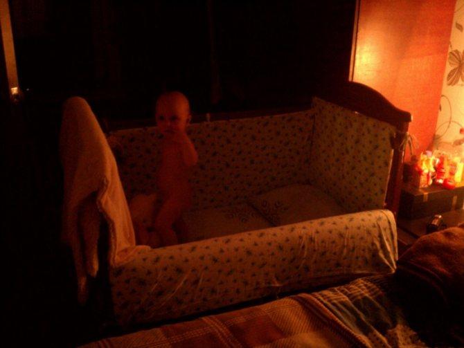 Совместный сон ребенка с родителями: преимущества и недостатки, методы приучения к детской кроватке, полезные советы