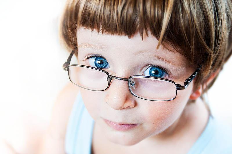 Особенность дальнозоркости у детей, диагностика патологии