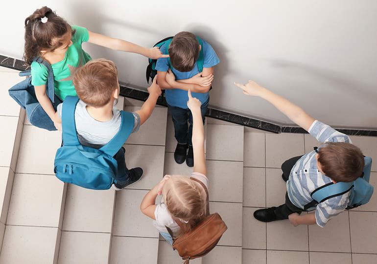 Как защитить ребёнка от психологической травли в школе. причины и виды буллинга в школе. как распознать участников буллинга | inwomen