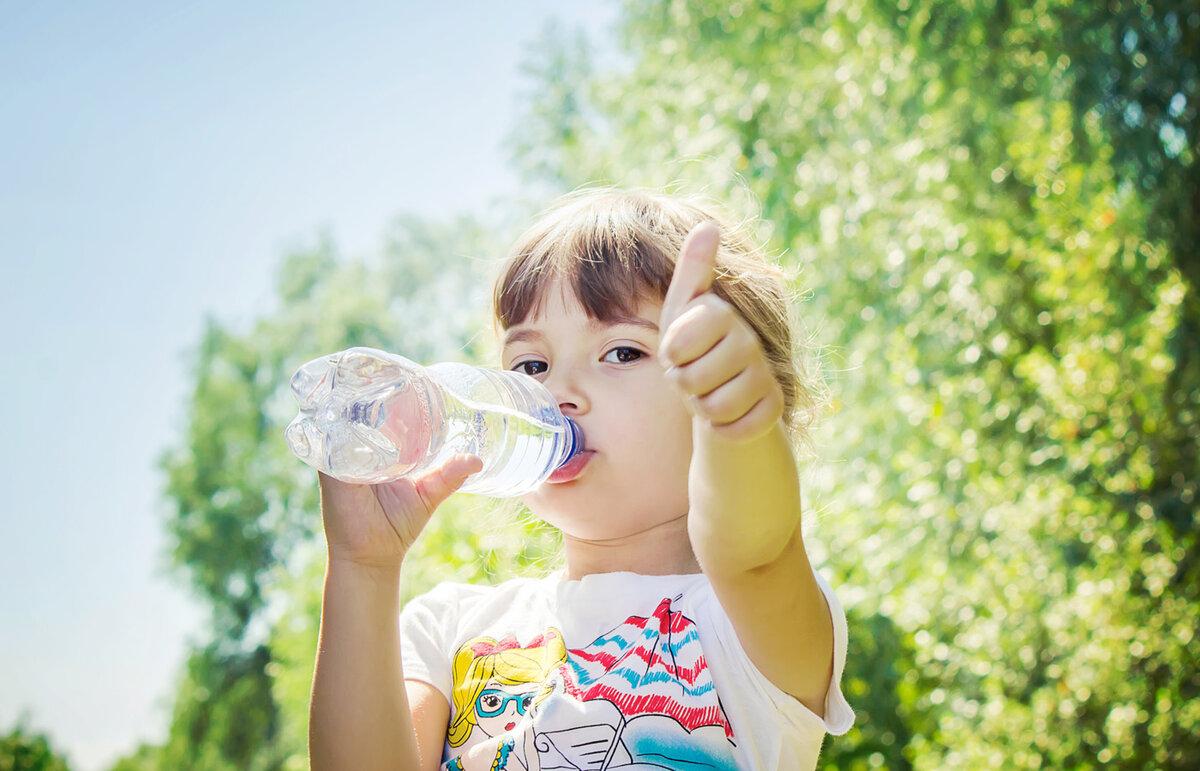 Как детский организм переносит жару