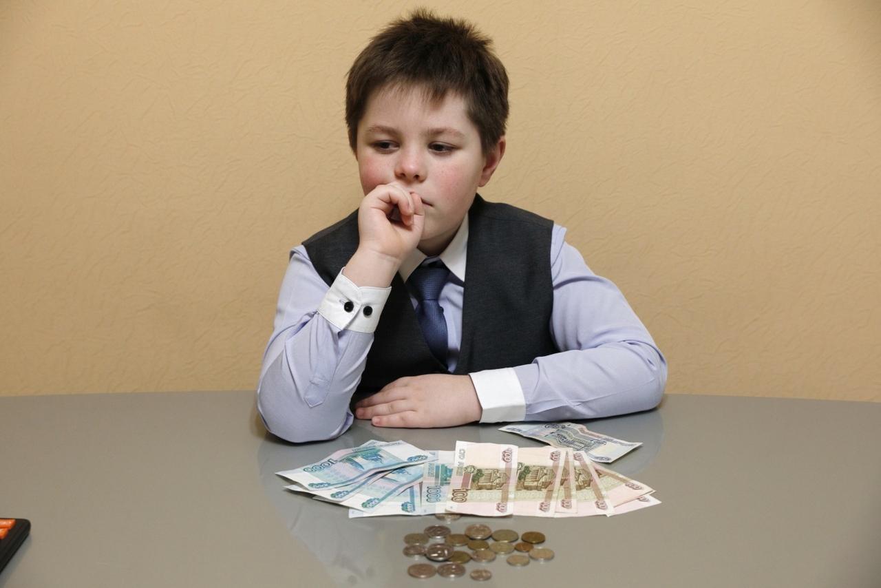 Финансовое воспитание детей: правильное отношение к деньгам в российских семьях