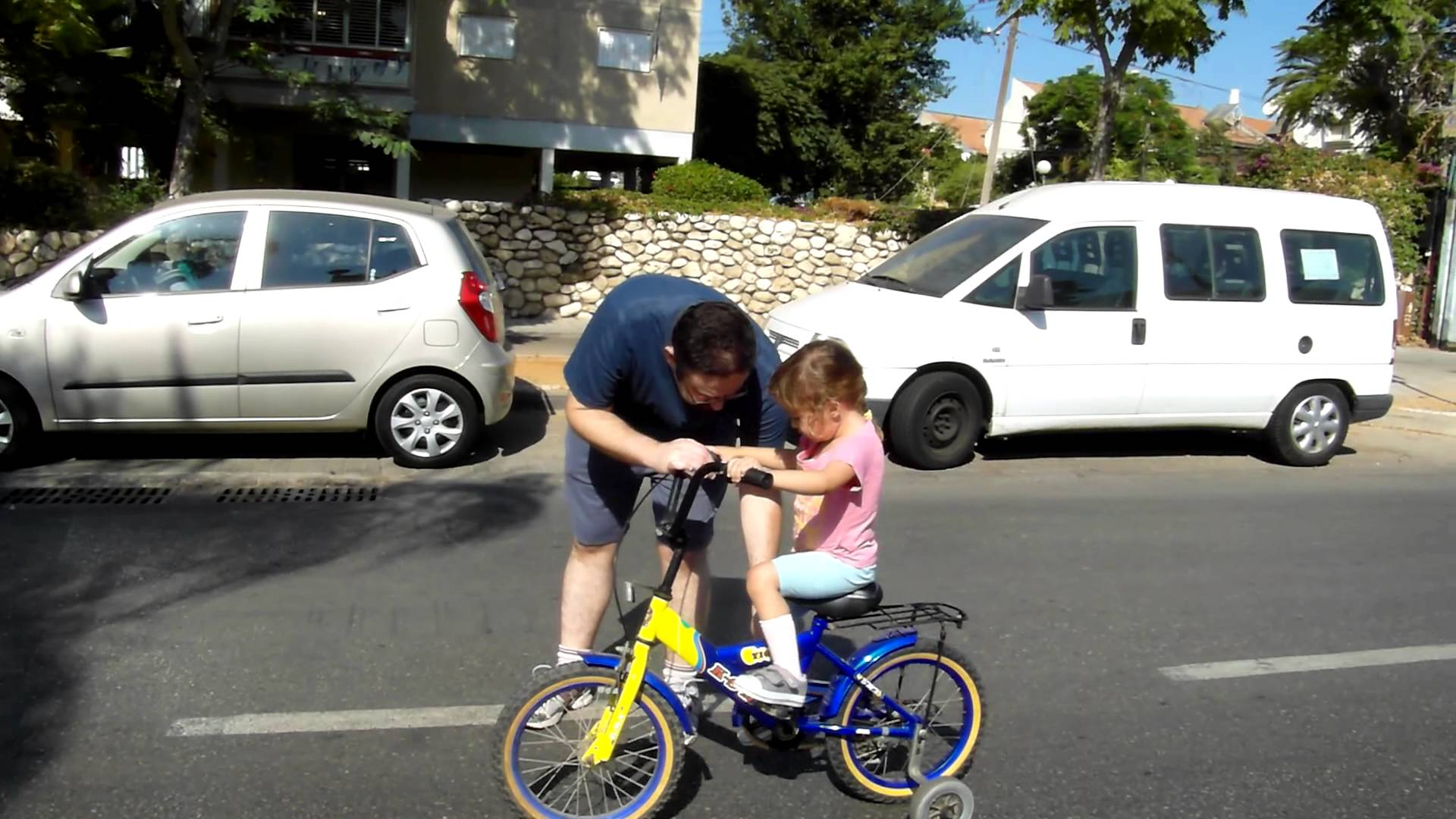 Как научить ребенка крутить педали на велосипеде: эффективный метод