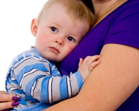 Только безболезненные способы: как отучить ребенка от грудного вскармливания до и после года?