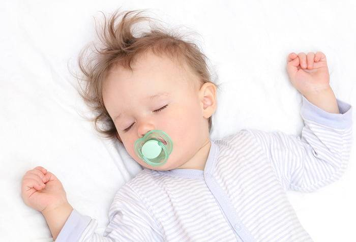 Как отучить ребёнка от рук: причины привычки и способы её преодоления