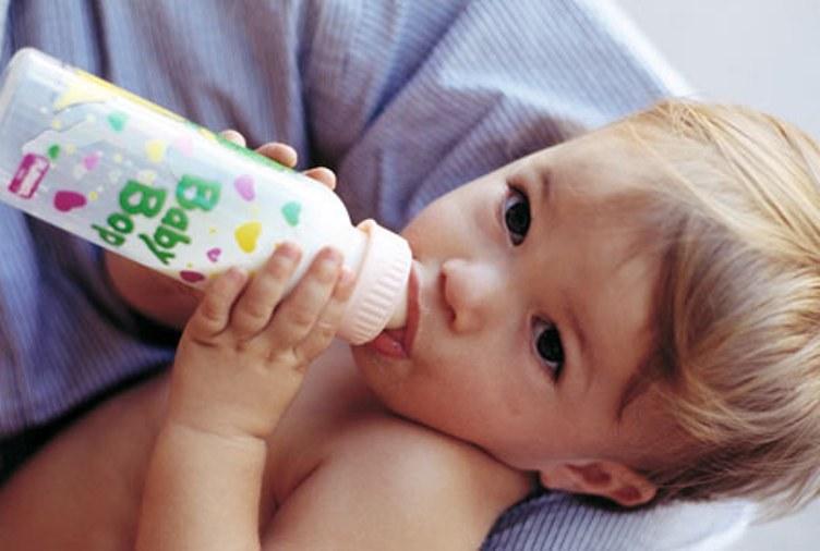 7 рабочих советов от психолога о том, как отучить ребёнка от бутылочки