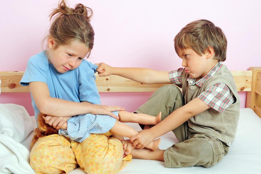 Конфликты на детской площадке: как поступать родителям?