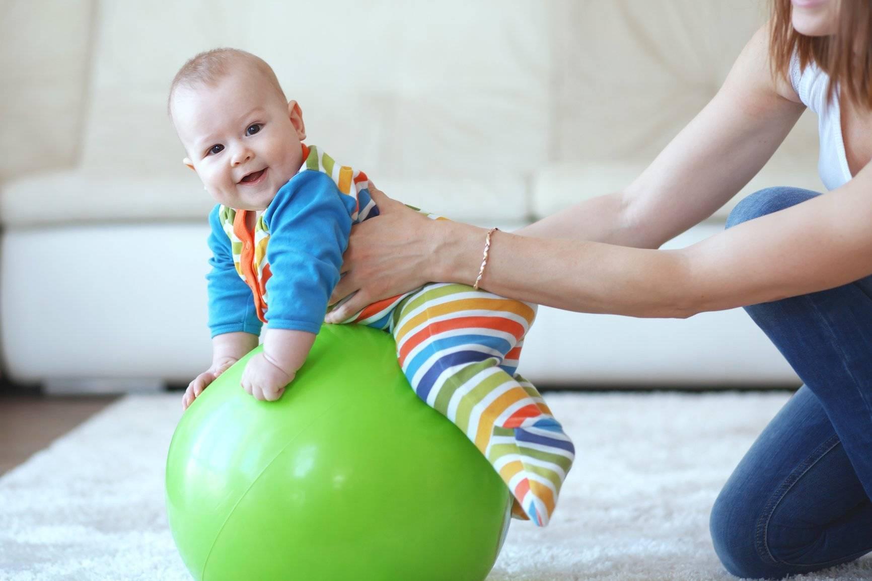 Развитие малыша в 3 месяца. умелки ребенка в 3 месяца
