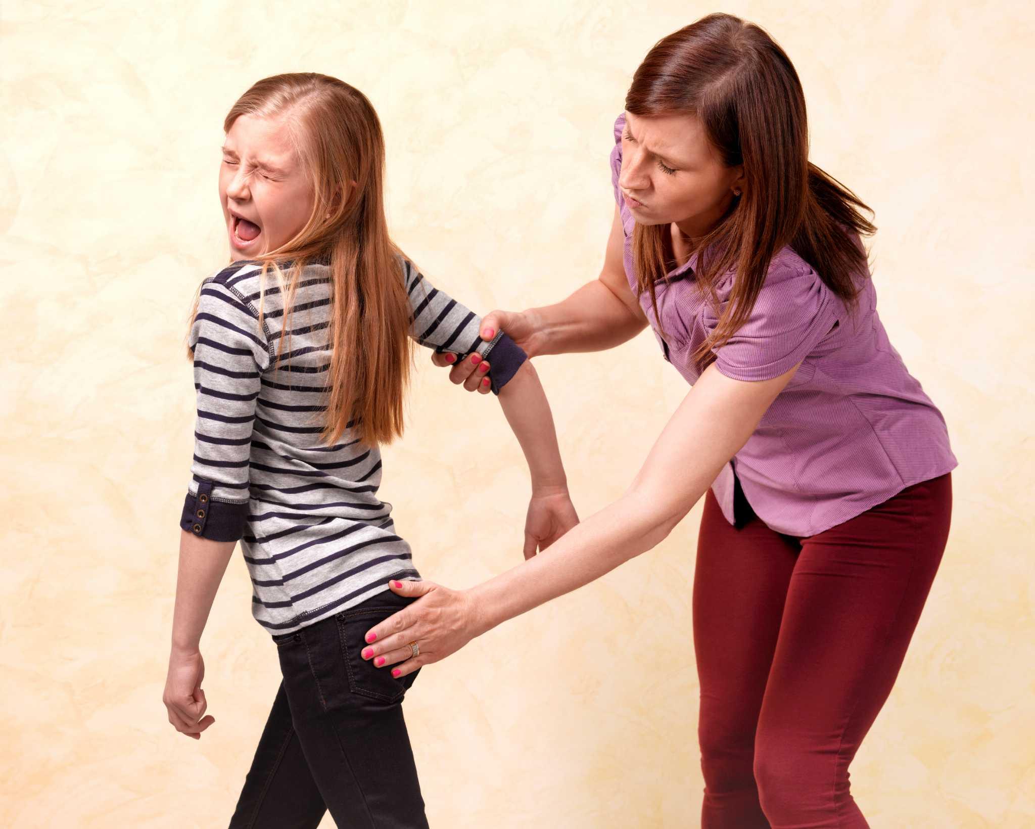 Когда ребенок бьет маму. агрессивное поведение, ребенок дерется