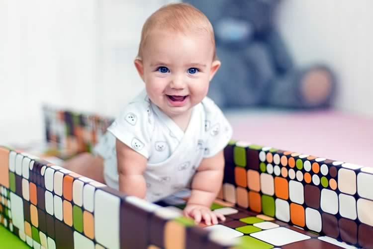 Как научить ребенка ползать: лучшие упражнения и советы как помочь ребенку сделать первые шаги (105 фото)