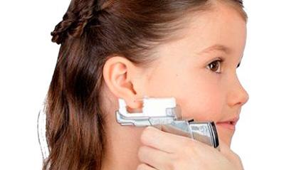 Как и чем обработать уши ребёнку после прокола пистолетом?