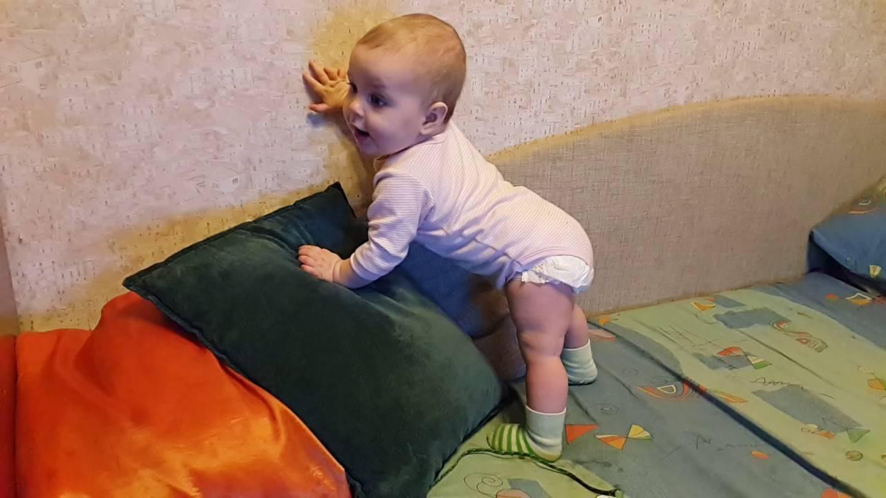 Как научить ребенка вставать на четвереньки