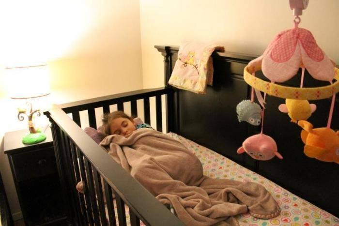 Ребенку год: учить ли спать отдельно?