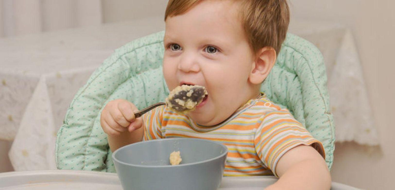 Ребенок не ест кашу: что делать?