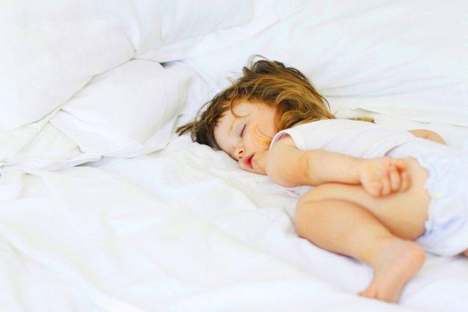 Почему новорожденный засыпает только когда берут на руки: как решить проблему сна